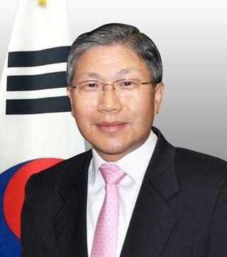 3-1.-Consul-General-Han-Dong-man-Portrait_opt