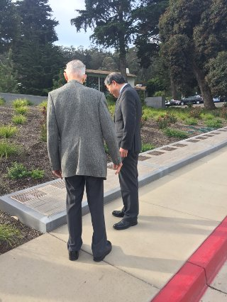 John Stevens and Deputy Minister Han looking at Deputy Minister Han's plaque