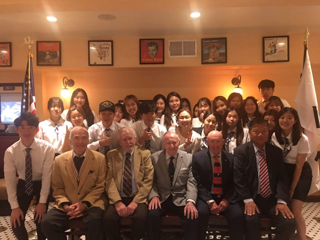 photo of students and Korean war veterans