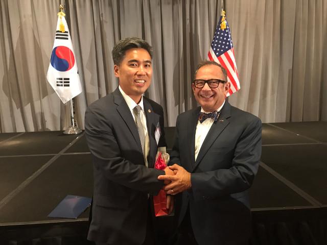 photo of CG Kim shaking hands with Secretary Imbasciani