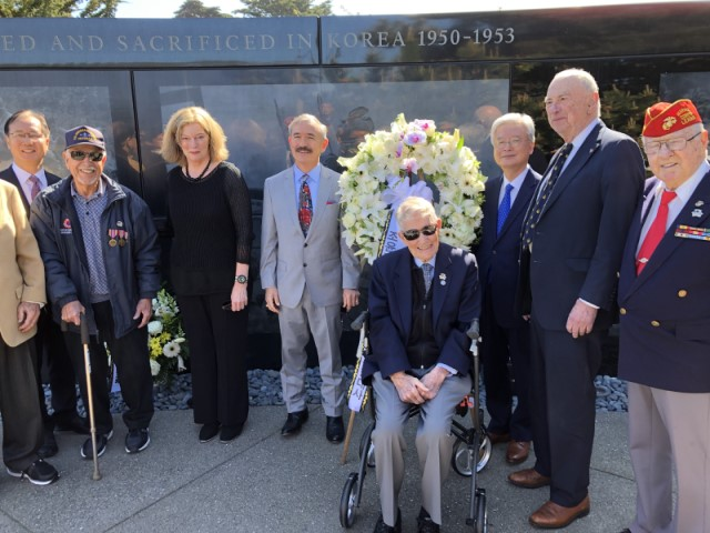 photo of guests and KWMF Officers at Memorial