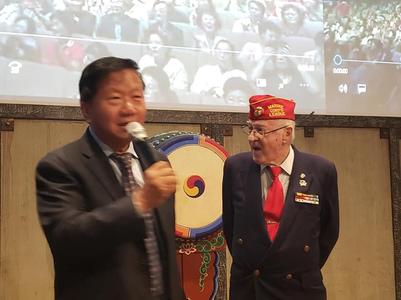 Man J Kim and Don Reid sing Arirang